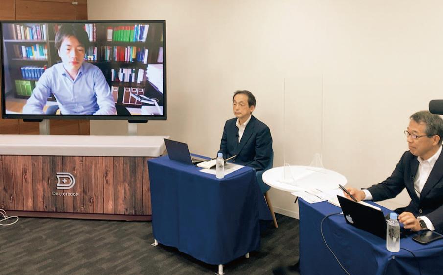 セミナーを行う講師の麻生 典氏(写真左)。