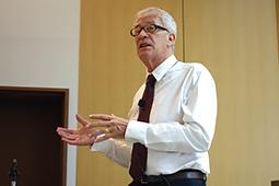 細菌学・免疫学の権威 グンナー・ダレン教授が来日公演