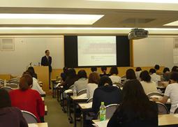 平成22年度鶴見大学文学部・鶴見大学短期大学部同窓会生涯セミナー開催